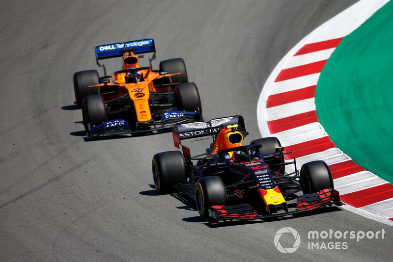 Pierre Gasly, Red Bull Racing RB15, devant Carlos Sainz Jr., McLaren MCL34