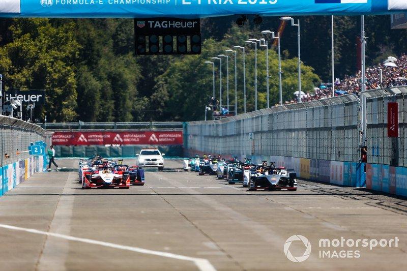 Alla partenza della gara, con Pascal Wehrlein, Mahindra Racing, M5 Electro, Sébastien Buemi, Nissan e.Dams, Nissan IMO1