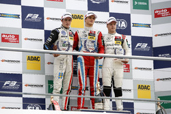 Rookie-Podium: 1. Ralf Aron, Prema Powerteam Dallara F312 - Mercedes-Benz; 2. Joel Eriksson, Motopark Dallara F312 - Volkswagen; 3. Nikita Mazepin, HitechGP Dallara F312 - Mercedes-Benz