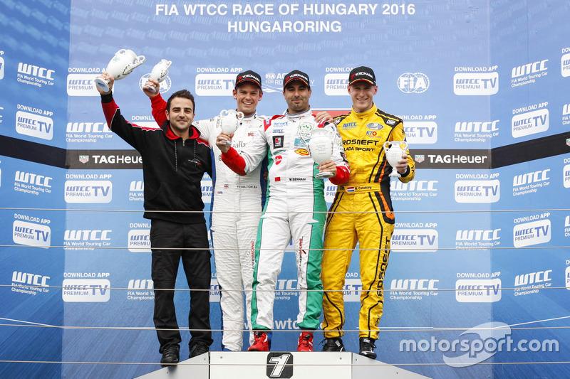 Подіум: друге місце Том Чілтон, Sébastien Loeb Racing, Citroën C-Elysée WTCC; переможець Меді Беннан