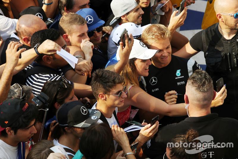 Nico Rosberg, Mercedes AMG F1 taraftarlar ile