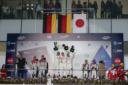 Подиум: #1 Porsche Team Porsche 919 Hybrid: Тимо Бернхард, Марк Уэббер и Брендон Хартли (победители гонки), #7 Audi Sport Team Joest Audi R18: Марсель Фесслер, Андре Лоттерер и Бенуа Трелюйе (второе место); #6 Toyota Racing Toyota TS050 Hybrid: Стефан Сарразен, Майк Конвей и Камуи Кобаяши (третье место)