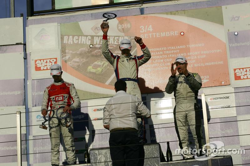 Podio TCR gara 2, Roberto Colciago (AGS,Honda Civic TCR 2015-TCR #5), Alberto Viberti (BRC racing Team,Seat Leon Racer S.G.-TCR #47), Daniele Cappellari (Team Bassano,Seat Leon Racer-TCR #76)