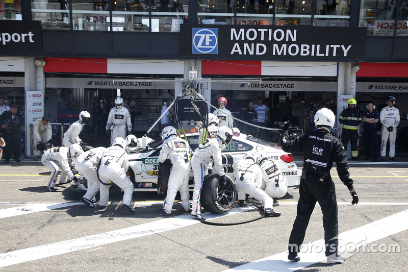 Pit stop Tom Blomqvist, BMW Team RBM, BMW M4 DTM