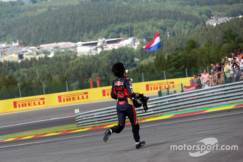Carlos Sainz Jr., Scuderia Toro Rosso yarış dışı