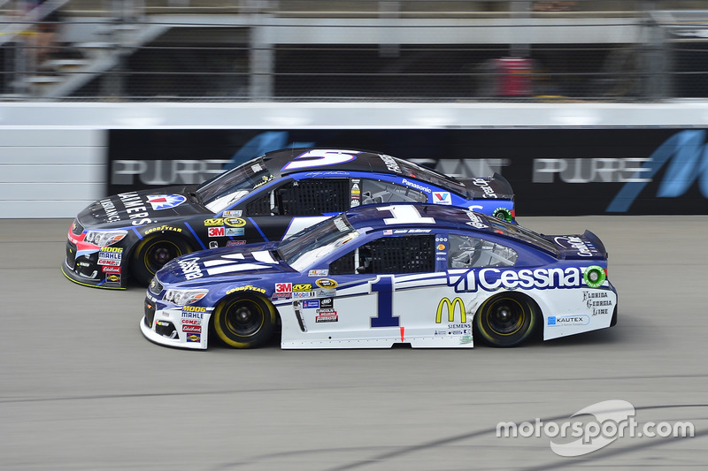 Jamie McMurray, Chip Ganassi Racing Chevrolet, Kasey Kahne, Hendrick Motorsports Chevrolet