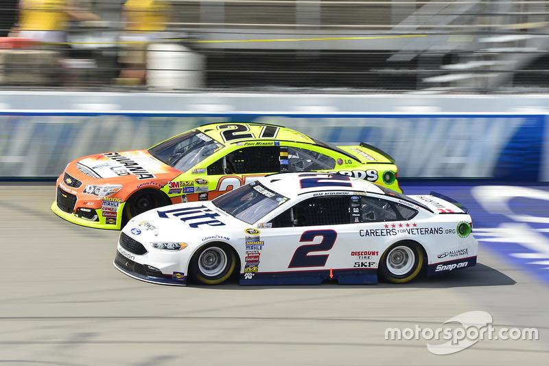 Brad Keselowski, Team Penske Ford, Paul Menard, Richard Childress Racing Chevrolet