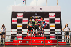 Podium : 2. Tom Sykes, Kawasaki Racing Team; 1. Jonathan Rea, Kawasaki Racing Team; 3. Michael van d