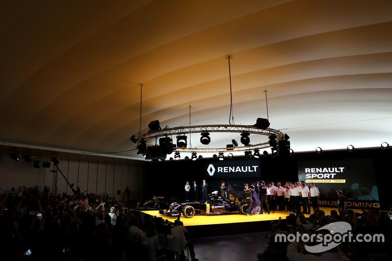 (L nach R): Jolyon Palmer, Renault F1 Team und Kevin Magnussen, Renault F1 Team