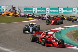 Sebastian Vettel, Ferrari SF71H, Valtteri Bottas, Mercedes AMG F1 W09, Kimi Raikkonen, Ferrari SF71H, Max Verstappen, Red Bull Racing RB14 Tag Heuer