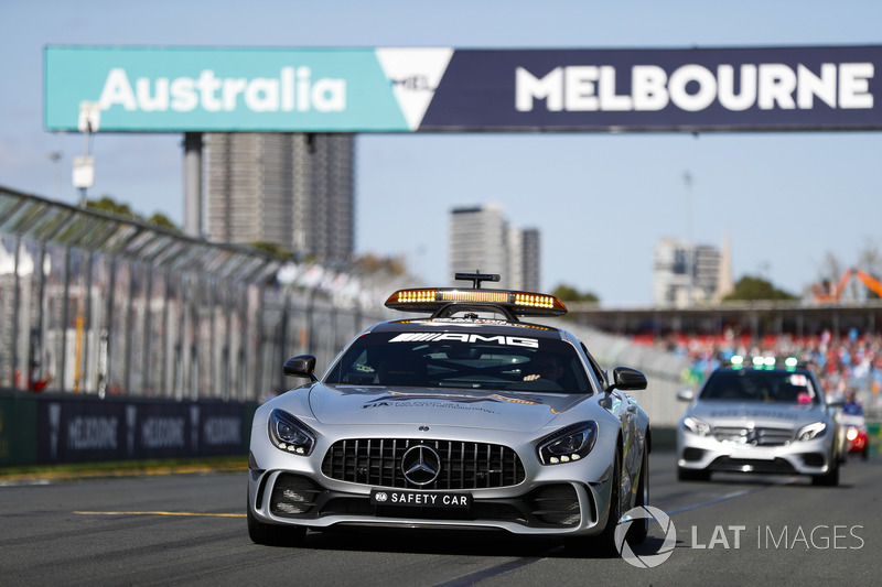 The Safety Car leads the drivers parade