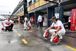 Sauber mechanics dry the pit box