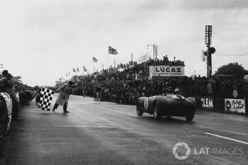 1954 год. Победители Хосе Фройлан Гонсалес и Морис Трентиньян, Ferrari 375 Plus