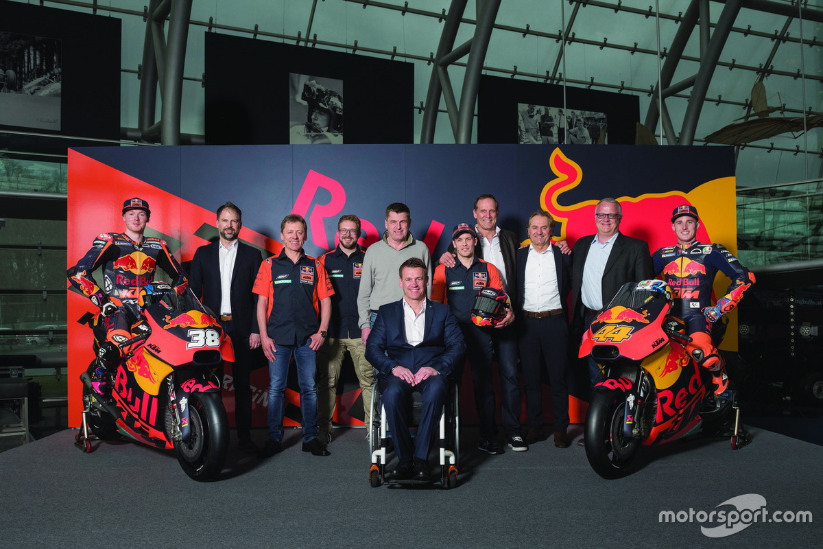 Bradley Smith, Red Bull KTM Factory Racing, Pol Espargaro, Red Bull KTM Factory Racing, Mika Kallio, Red Bull KTM Factory Racing, Pit Beirer, Capo del Motorsport KTM, Hubert Trunkenpolz, membri del consiglio KTM, Mike Leitner, Team manager Red Bull KTM Fac