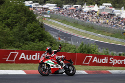Carlos Checa guida una Ducati al Nordschleife