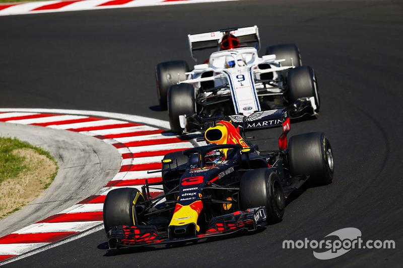 Daniel Ricciardo, Red Bull Racing RB14, Marcus Ericsson, Sauber C37