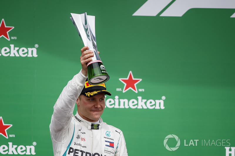 Valtteri Bottas, Mercedes AMG F1, 2nd position, lifts his trophy