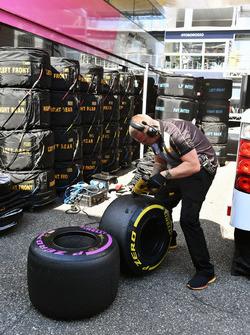 Pirelli-engineer en Pirelli-banden