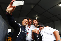 Bruce Correa, safety car driver, takes a selfie with Jean-Eric Vergne, Techeetah