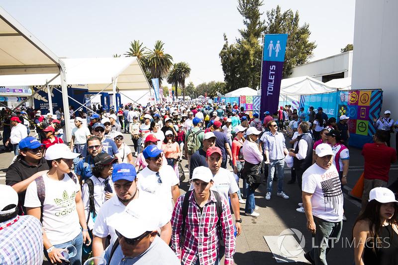 Crowds in the e-village