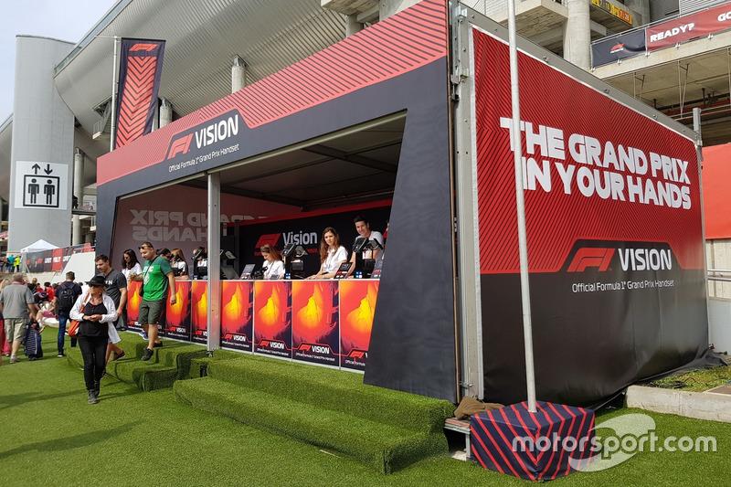 Yang patut dicoba: Melihat aksi trek lewat F1 Vision