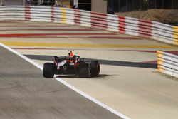 Max Verstappen, Red Bull Racing RB14 Tag Heuer, retires from the race