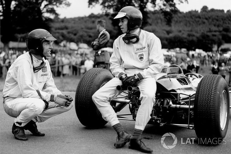 Jim Clark, Lotus 25-Climax, talks to Dan Gurney, Brabham BT7-Climax