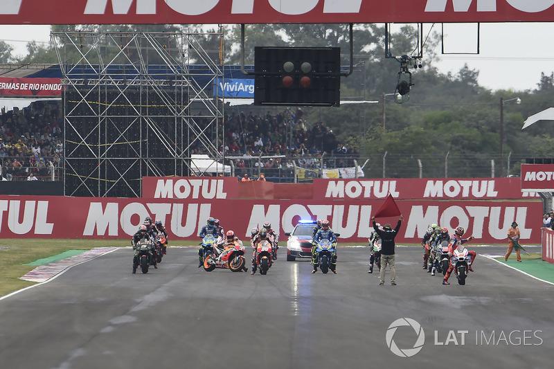 Марк Маркес, Repsol Honda Team, намагається завести мотоцикл перед стартом
