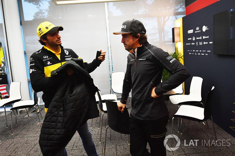 Carlos Sainz Jr., Renault Sport F1 Team and Fernando Alonso, McLaren