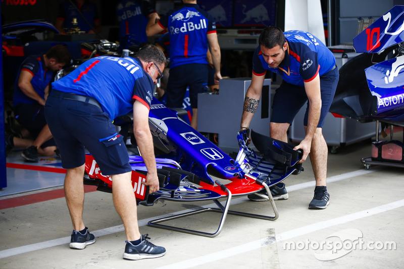 Meccanici Toro Rosso