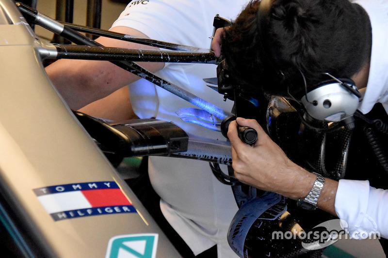 Mercedes AMG F1 W09, első futómű