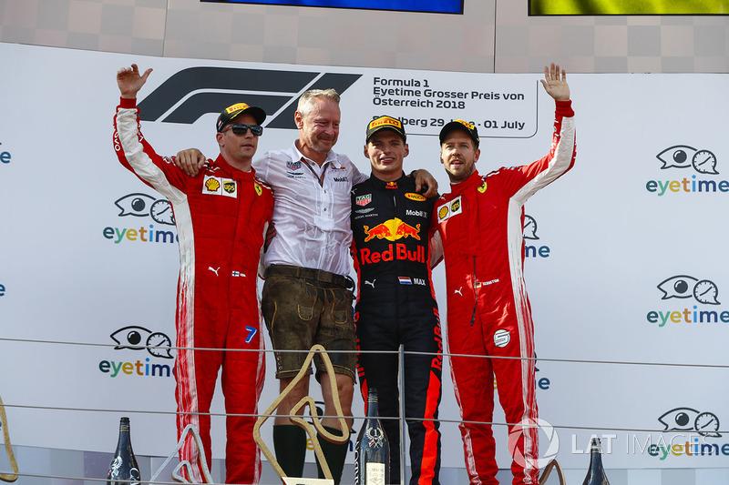 Kimi Raikkonen, Ferrari, Jonathan Wheatley, Team Manager, Red Bull Racing, Max Verstappen, Red Bull Racing, y Sebastian Vettel, Ferrari