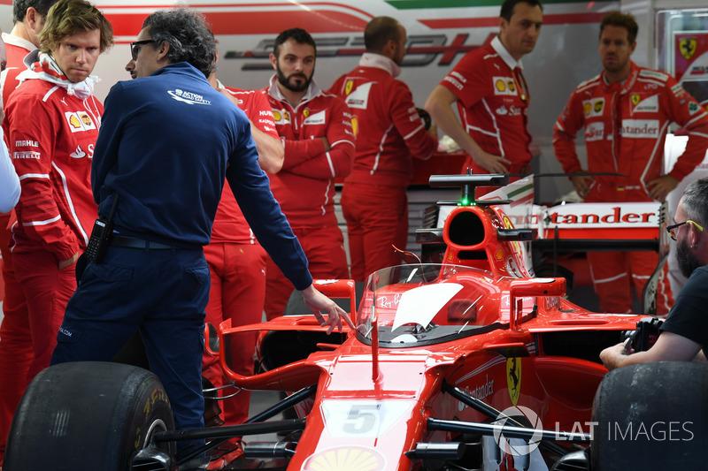 Laurent Mekies, FIA director de seguridad Ferrari SF70H, con escudo de la cabina
