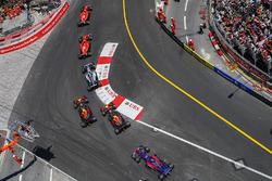 Kimi Raikkonen, Ferrari SF70H, Sebastian Vettel, Ferrari SF70H, Valtteri Bottas, Mercedes AMG F1 W08, Max Verstappen, Red Bull Racing RB13, Daniel Ricciardo, Red Bull Racing RB13, Carlos Sainz Jr., Scuderia Toro Rosso STR12