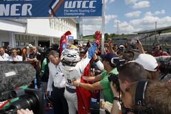 Mehdi Bennani, Sébastien Loeb Racing, Citroën C-Elysée WTCC in parc ferme