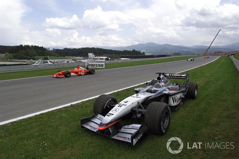 18. El McLaren Mercedes MP4/17 de F1