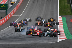 Start: Valtteri Bottas, Mercedes AMG F1 W08, führt