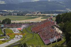 Valtteri Bottas, Mercedes AMG F1 W08, Sebastian Vettel, Ferrari SF70H, Daniel Ricciardo, Red Bull Ra