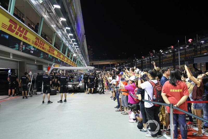 Fans in der Boxengasse