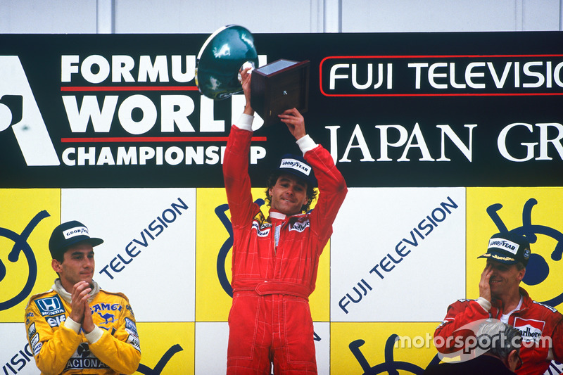 Podium: race winner Gerhard Berger, Ferrari, second place Ayrton Senna, Team Lotus, third place Stefan Johansson, McLaren