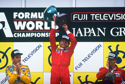 Podium: race winner Gerhard Berger, Ferrari, second place Ayrton Senna, Team Lotus, third place Stefan Johansson, McLaren