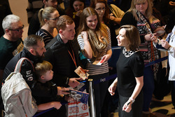 Claire Williams, Williams Teamchefin trifft sich mit Fans