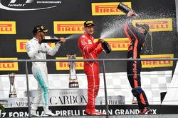Переможець Льюіс Хемілтон, Mercedes AMG, другий - Себастьян Феттель, Ferrari, третій Даніель Ріккардо, Red Bull Racing