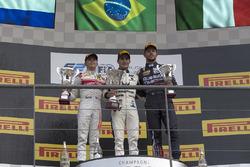 Podio: ganador Sergio Sette Camara, MP Motorsport, segundo lugar Nyck De Vries, Racing Engineering, tercer lugar Luca Ghiotto, RUSSIAN TIME