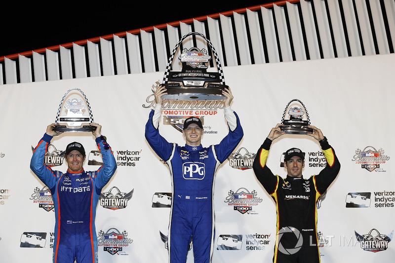Podio: ganador de la carrera Josef Newgarden, Equipo Penske Chevrolet, segundo lugar Scott Dixon, de Chip Ganassi Racing Honda y tercer lugar Simon Pagenaud, Equipo Penske Chevrolet