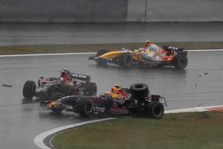 Crash: Sebastian Vettel, Toro Rosso STR02, Mark Webber, Red Bull Racing RB3