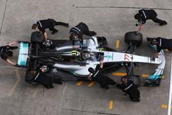Valtteri Bottas, Mercedes AMG F1 W08, s'arrête aux stands