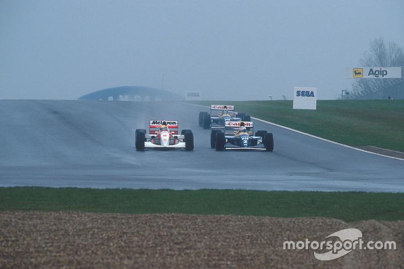En la curva 7 Senna pasó por delante de Hill y se mete en la curva 10, a la mira de Prost.