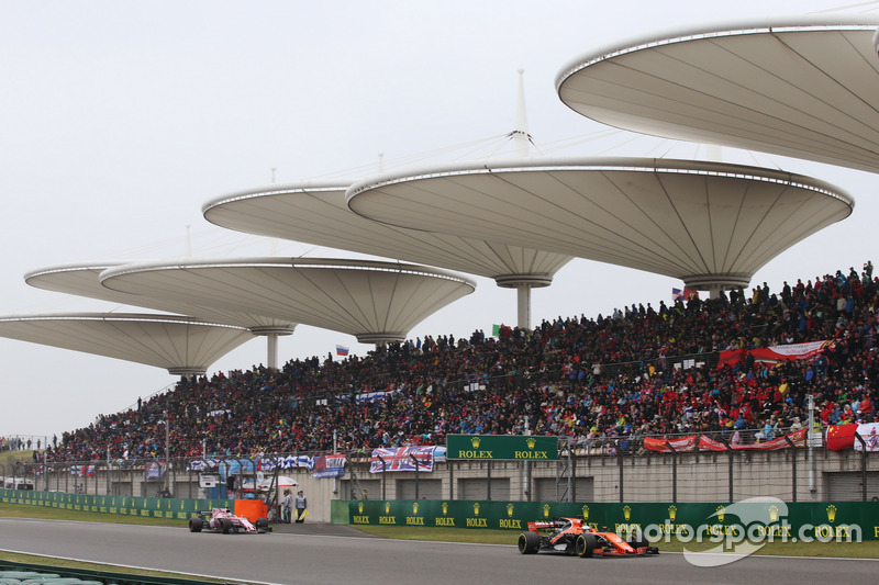 Fernando Alonso, McLaren MCL32, leads Sergio Perez, Force India VJM10