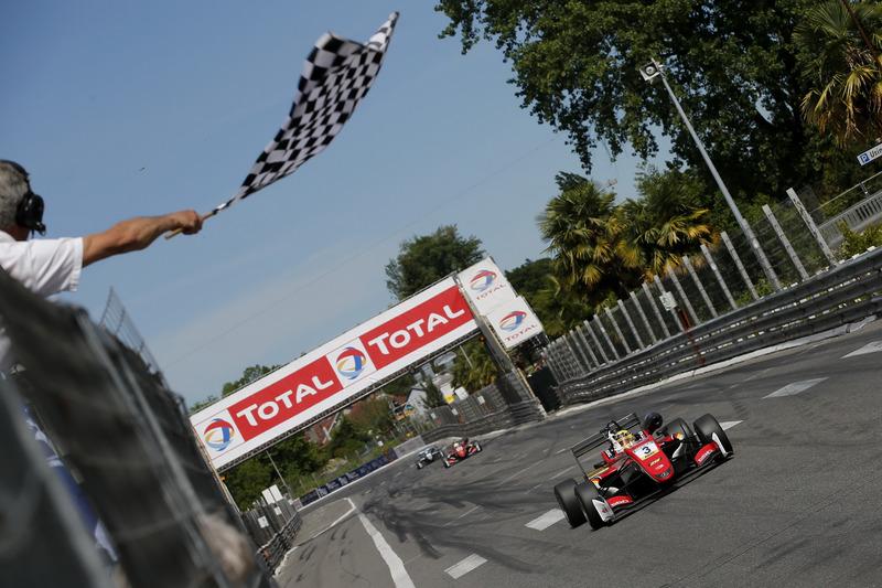 Maximilian Günther, Prema Powerteam Dallara F317 - Mercedes-Benz franchit le drapeau à damier